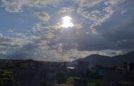 सूर्य आकाशमा वादल छली धर्ती चिहाउदै